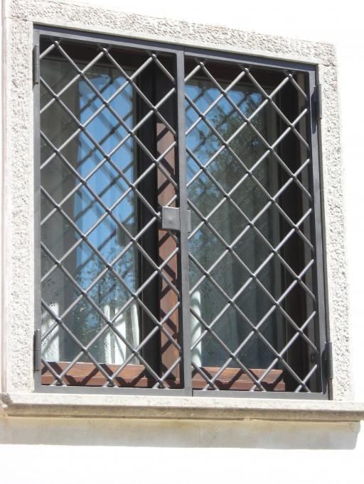 Grate e persiane in ferro mograll for Grate in ferro battuto immagini